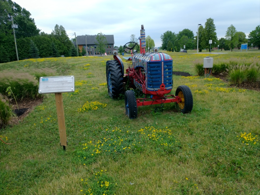 Vaudreuil mosaic tractor